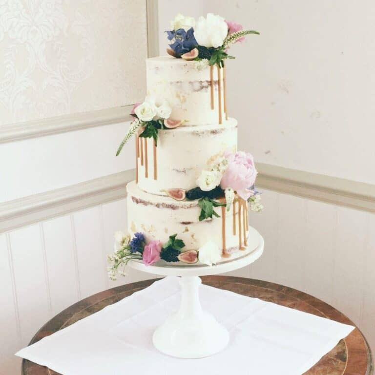 How Cake Stands Can Enhance Your Birthday or Wedding?