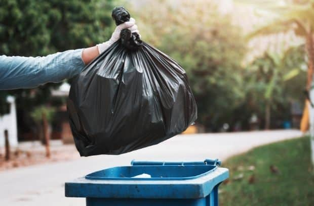 Common Items You Should Not Throw in the Garbage
